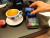 Strijd om mobiel betalen barst echt los